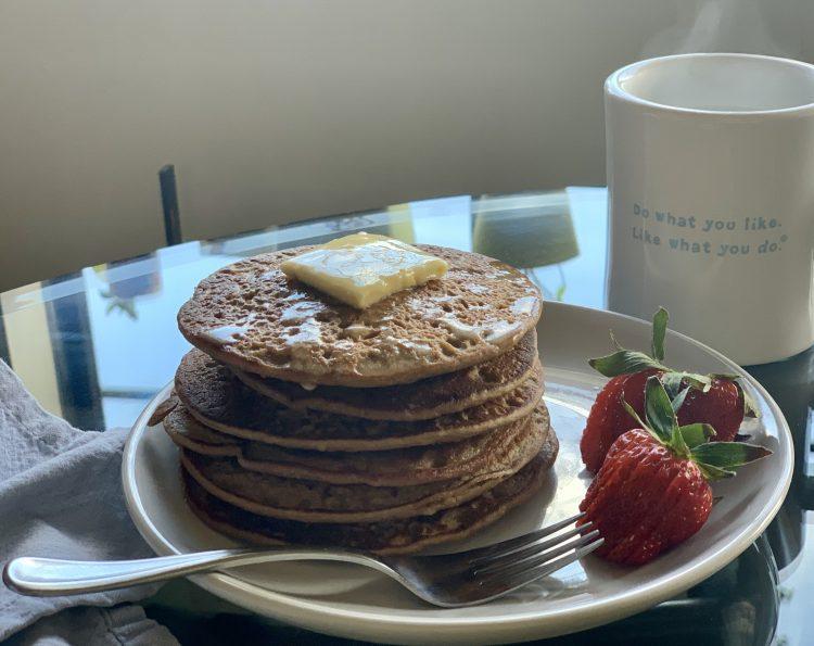 Easy Cakes (Minimalist Gluten-Free Vegan Protein Pancakes)