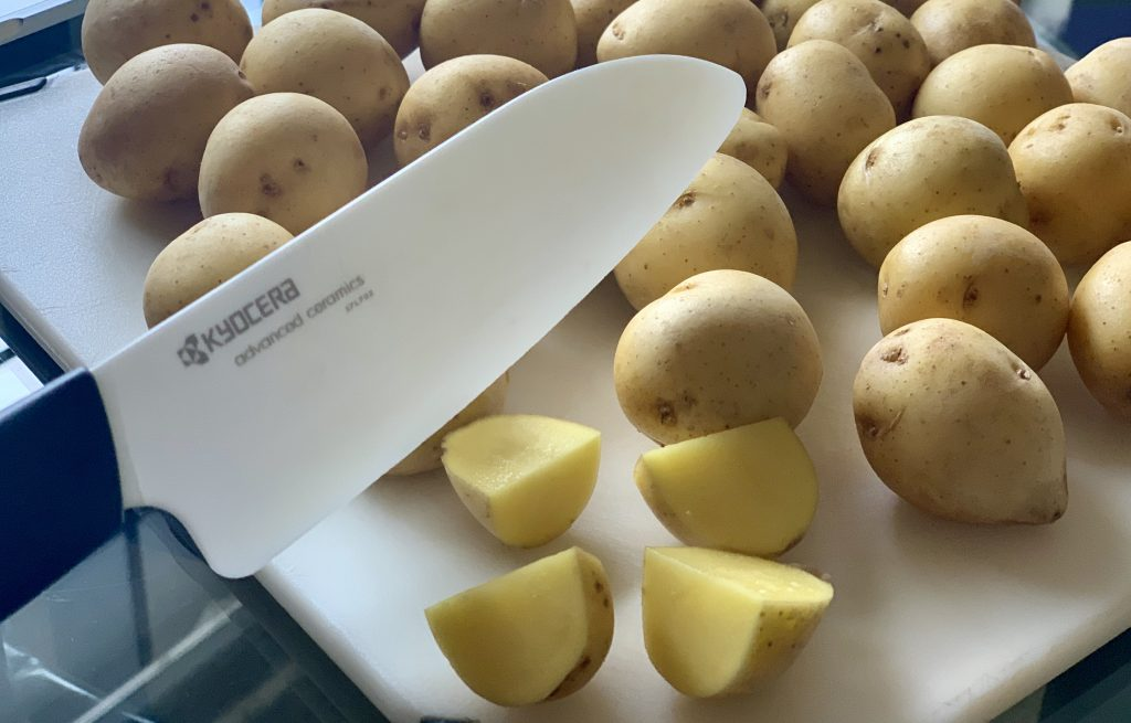 Cutting potatoes with a ceramic knife