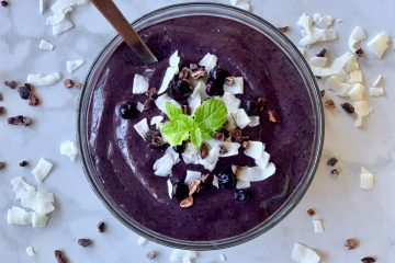 Amazing vegan Blueberry banana protein smoothie bowl